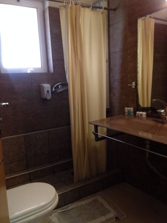 Aquis Sandy Beach Resort: Bathroom in block 6