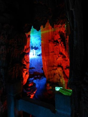 Reed Flute Cave (Ludi Yan): laser through the cave
