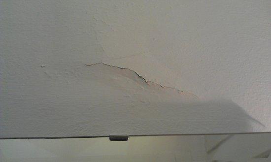 Hotel Tornabuoni Beacci : Cracked wall