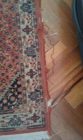 Hotel Tornabuoni Beacci : Worn & tatty mats (not antique)