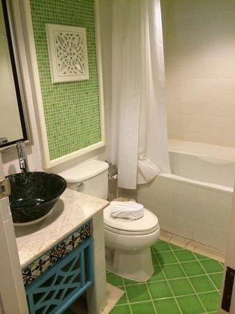 Salil Hotel Sukhumvit Soi 8: Bathroom