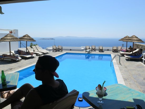 Hotel Tagoo: The amazing view from the pool bar