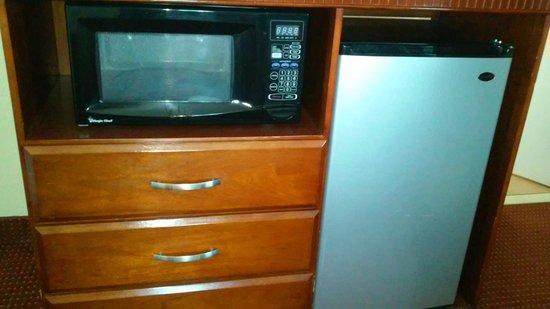 Marina Inn and  Suites: microwave