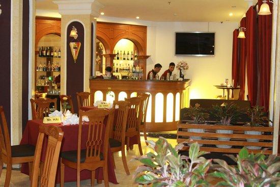 Santa Barbara Hotel: Capri Bar