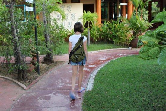 Kata Lucky Villa & Pool Access: Зашли на территорию отеля