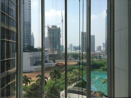 Oakwood Premier Cozmo Jakarta: View on the roundabout