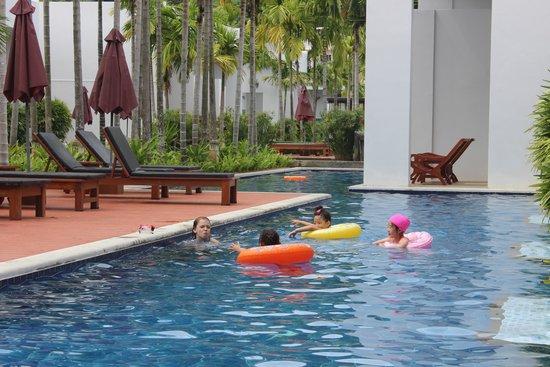 Kata Lucky Villa & Pool Access: Легкий способ познакомиться с соседями - поплавать туда-сюда )