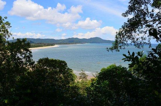 Shangri-La's Rasa Ria Resort & Spa: Beach view