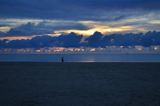 Shangri-La's Rasa Ria Resort & Spa: Beach Sunset