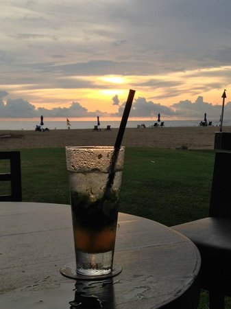 Shangri-La's Rasa Ria Resort & Spa: Sunset from Sampans bar