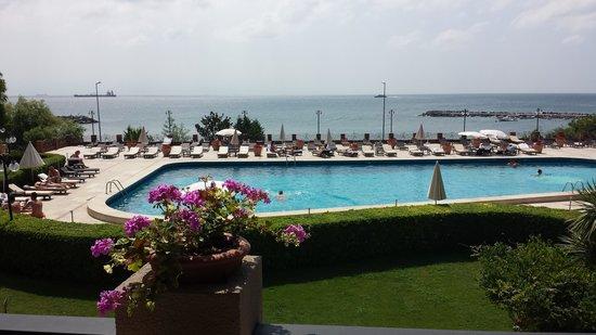 Cinar Hotel: marmara sea view whilst enjoying a coffee