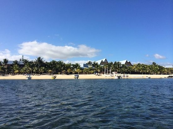 Victoria Beachcomber Resort & Spa: A look back at the beach and hotel