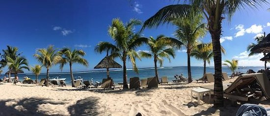 Victoria Beachcomber Resort & Spa: Pano of the beach