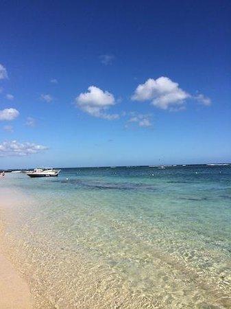 Victoria Beachcomber Resort & Spa: The beach