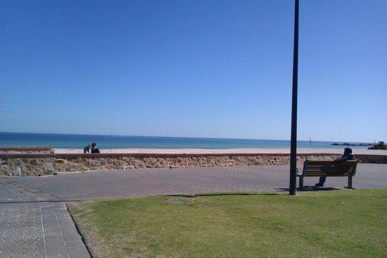 Glenelg Pier : beach