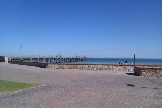 Glenelg Pier: Cool jetty