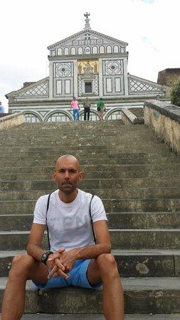 Basilica San Miniato al Monte : Fachada y escaleras.