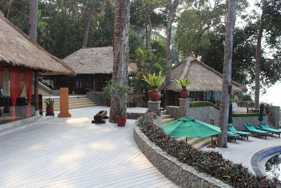 Banyan Tree Bintan : Место у ресторана, магазинов и бассейна