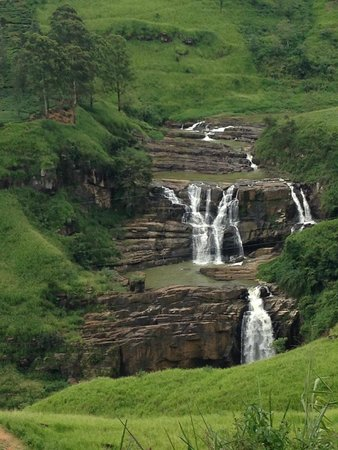 Tea Hill's Bungalow: Waterfall in the surroundings