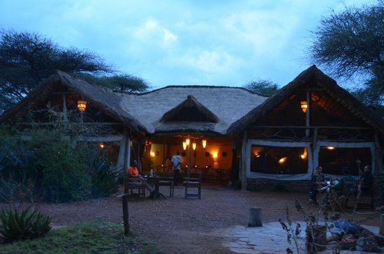 Serengeti Tented Camp - Ikoma Bush Camp: Nice ambiance in the dining area