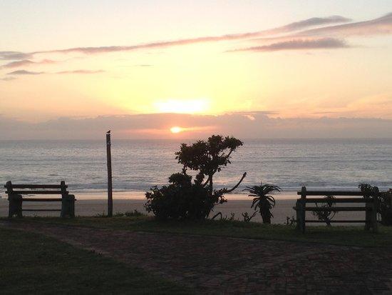 Island Vibe Jeffrey's Bay: Sunset vanaf het terras.