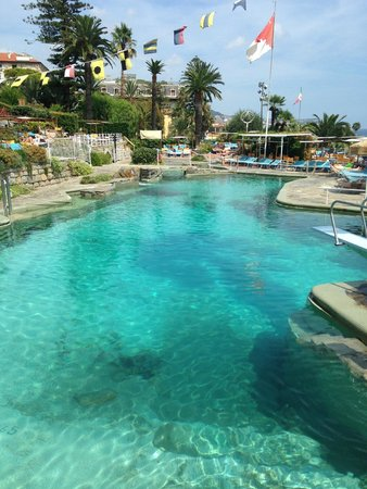 Royal Hotel Sanremo: Vue Piscine du Restaurant Corallina