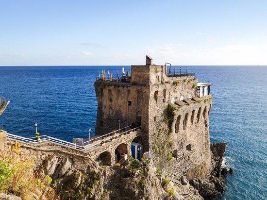 Torre Normanna Restaurant : Vista dall'entrata