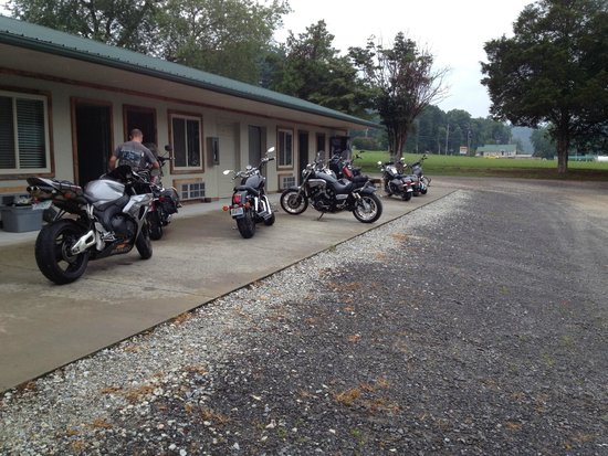 Two Wheel Inn: Getting into the rooms and getting ready to go for a ride