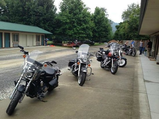 Two Wheel Inn : Getting ready for a ride