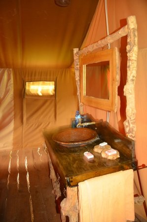 Crater Forest Tented Lodge: Bathroom