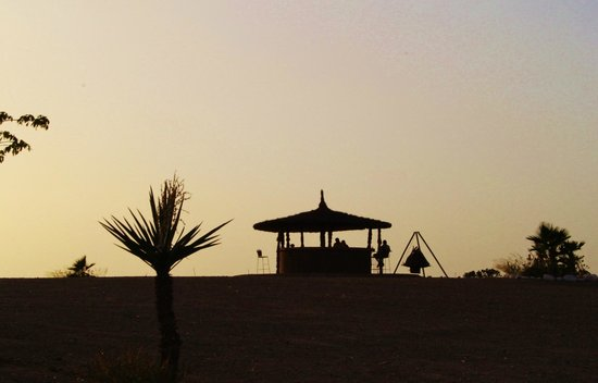 Terre Des Etoiles : sunset in the camp
