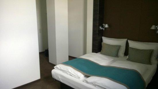 Motel One Edinburgh-Royal: Room