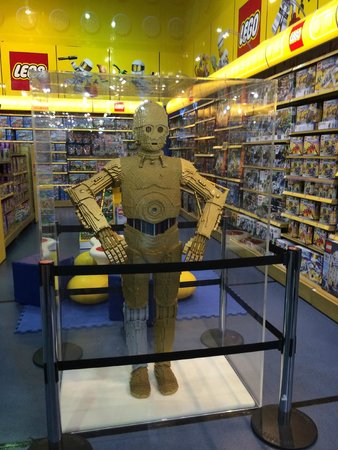 The Dubai Mall: C3-PO