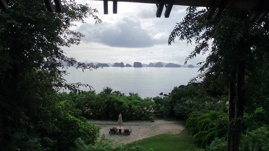 Six Senses Yao Noi : Sitting in the bath looking out the window