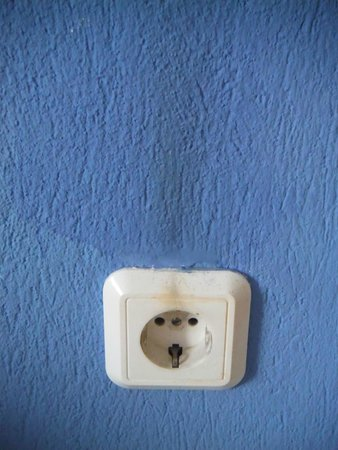 Marialena Village Apartments: dirty and dangerous wall / light fitting