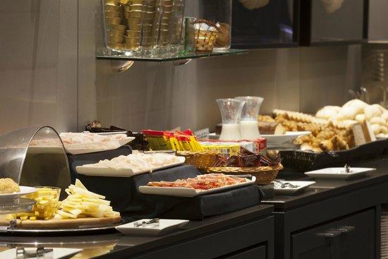 AC Hotel Gijón: Desayunador