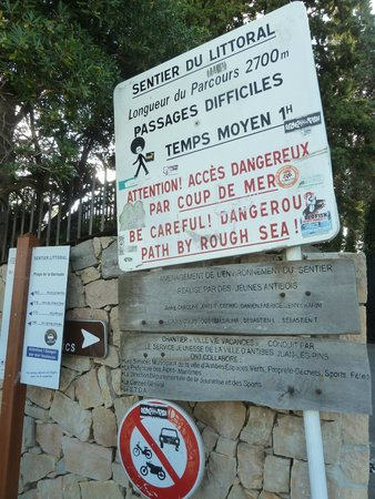 Le Sentier du Littoral, Cap d'Antibes: The sign at the beginning of the trail at Plage de la Garoupe