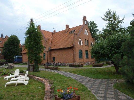 Srebrny Dzwon Hotel & Spa: Hotel rear & grounds.
