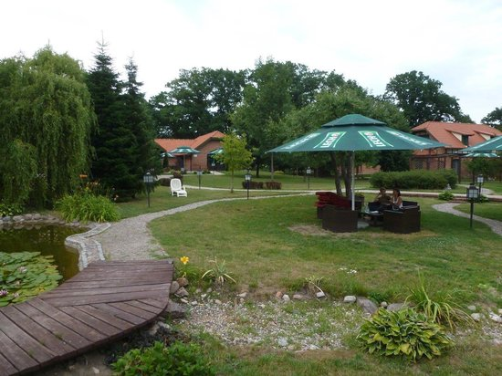 Srebrny Dzwon Hotel & Spa: Landscaped grounds.