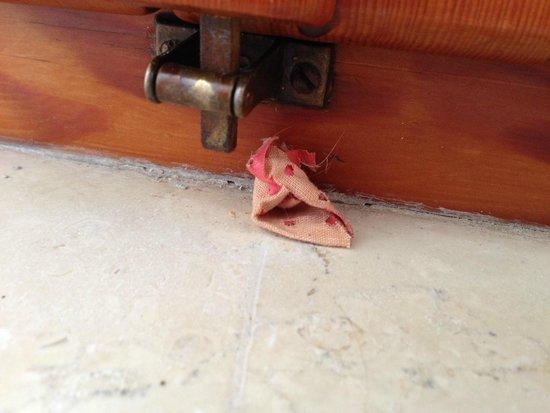 Ramapendula Hotel: cerotto insanguinato in camera