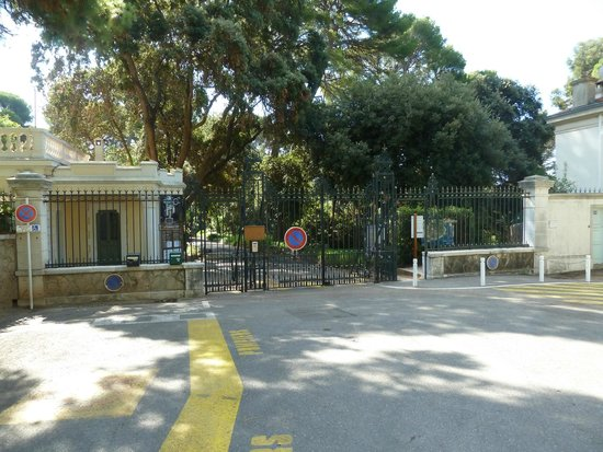 Le Sentier du Littoral, Cap d'Antibes: The entrance at the other end of the trail (at the end of the Avenue Mrs L.D. Beaumont)