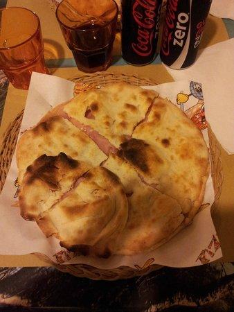 L'Ombelico del Mondo : Schiaccina cotto e mozzarella