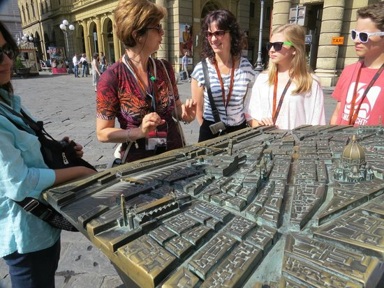 Guided Florence Tours: Paola explaining the geography of Florence