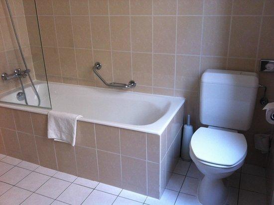 Hotel Le Plaza: Bathroom