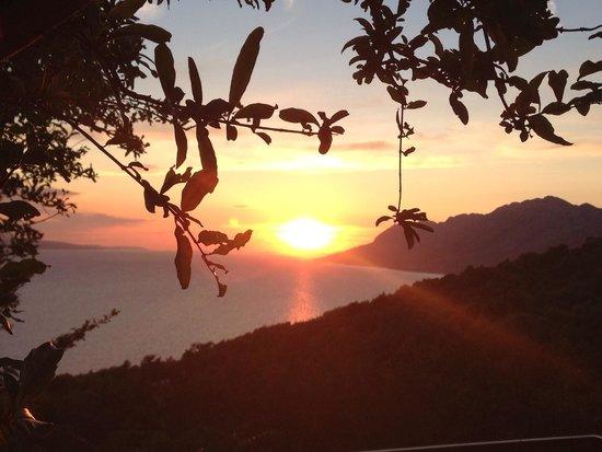 Konoba Galinac: Sonnenuntergang über Brela