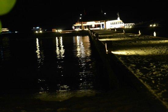 VOI Maayafushi Resort: pontile di accesso visto di notte