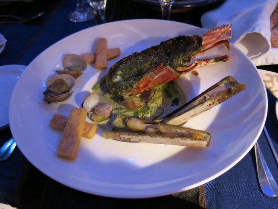 O'Bleu Mogador: Crayfish with sauce, razor shell and other delicacies