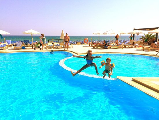 Pilot Beach Resort : brother and sister Mega happy