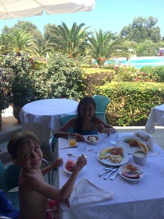Pilot Beach Resort : Kids having lunch in the Children Buffet area.