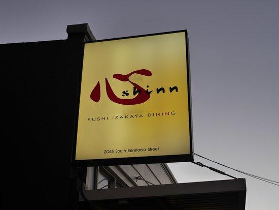 Sushi Izakaya Shinn: 看板